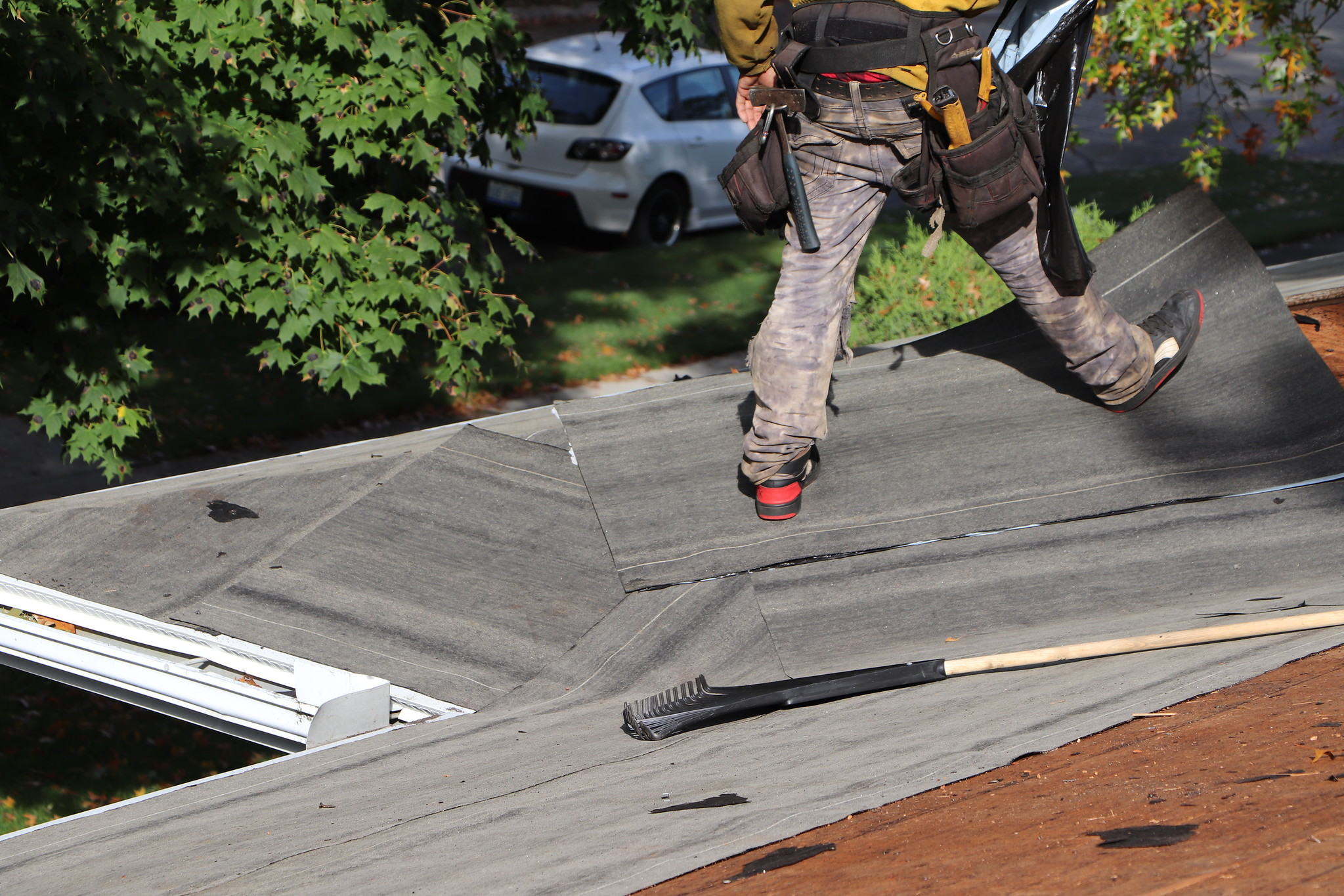 How Can A Leaking Roof Effect Your House?